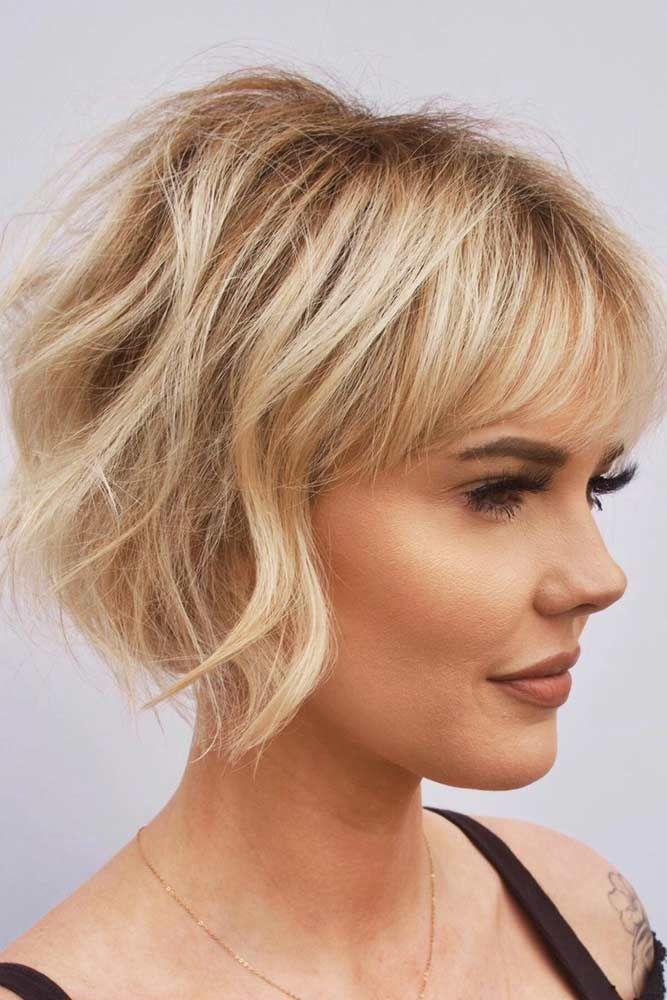 Graduated Chin Length Bob With Fringe #shortwavyhair #wavyhair #haircuts #shorthair