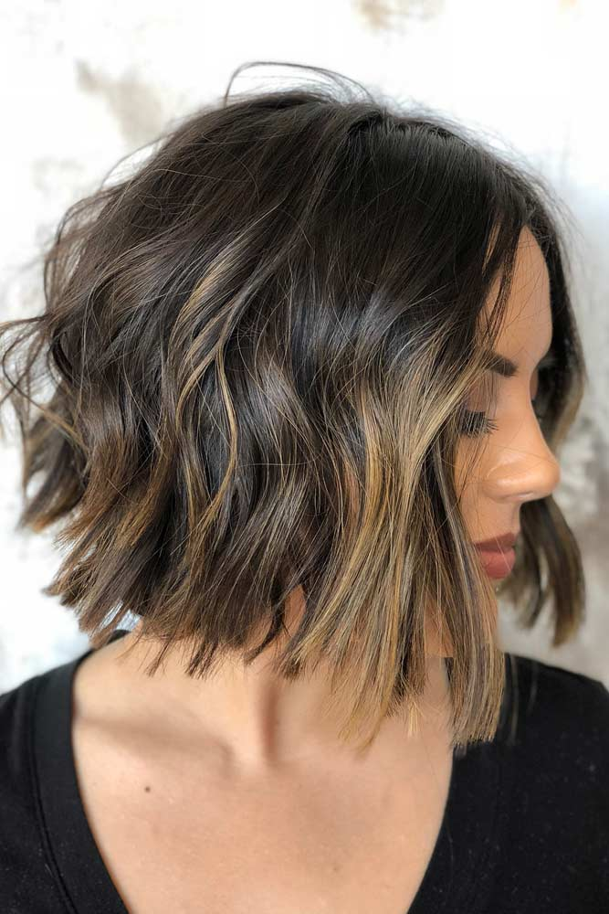 Middle Parted Layered Wavy Bob #shortwavyhair #wavyhair #haircuts #shorthair #bobhaircut