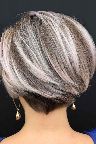 Short Bob With Blonde Highlights #shorthaircuts #shorthaircutsforgirls #haircuts #bobhaircut #blondehighlights