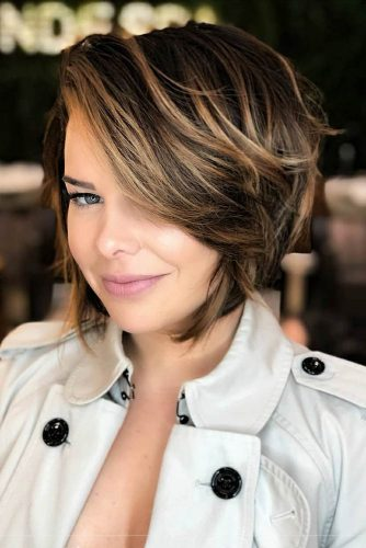 Pretty Layered Bob With Highlights #shorthaircuts #shorthaircutsforgirls #haircuts #bobhaircut #caramelhighlights