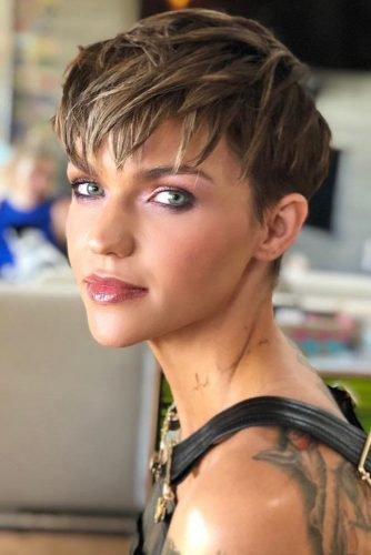 Choppy Layered Pixie Haircut #pixie #shorthair #diamondface