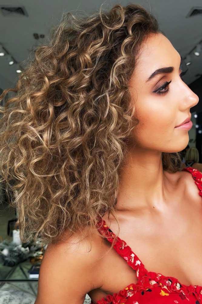 Curly Medium Length Hairstyle #faceshapehairstyles #diamondfaceshape