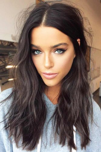 Stylish Long Messy Hairstyle #messyhair #brunette #longhair #diamondface