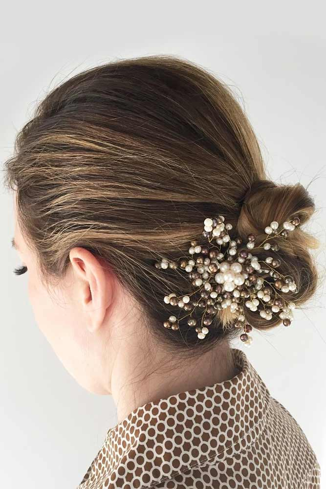 Accessorized Messy Low Bun #hairbun #shorthair #bunhairstyles #hairstyles #sandyhighlights