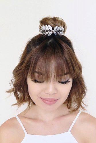 Little Half Bun For Short Wavy Hair #hairbun #shorthair #bunhairstyles #hairstyles #brownhair