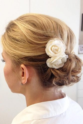 Delicate Messy Bun With Flowers #hairbun #shorthair #bunhairstyles #hairstyles #blondehair