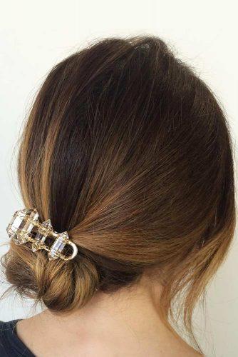 Cute Loose Side Bun With Hair Clip #hairbun #shorthair #bunhairstyles #hairstyles #caramelombre
