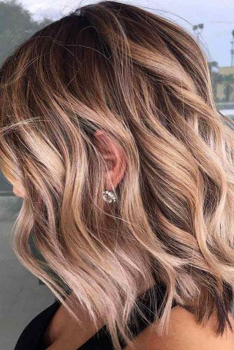 Wavy Shag With Caramel Highlights #shaghairstyles #shaghaircuts #mediumlength #hairstyles