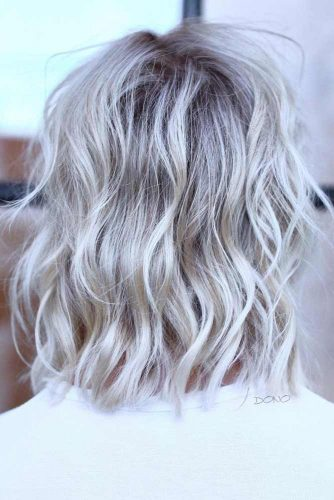 Cool Platinum Wavy Shag Hairstyle #shaghairstyles #shaghaircuts #mediumlength #hairstyles #platinumblondehair