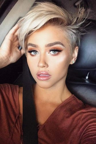 Pixie Haircut With Side Swept Bangs #sidesweptbang #pixiehaircut #hairstyles