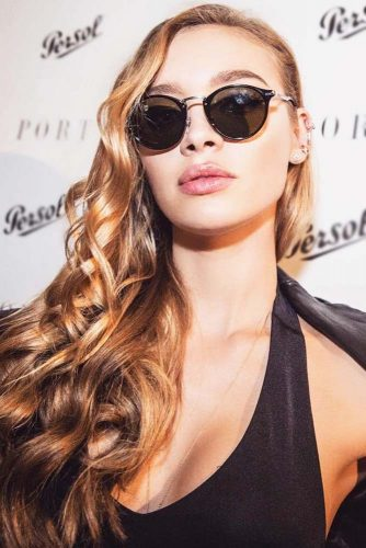 Side Wavy Sleek Styling With Keyhole Bridge Sunglasses #wavyhair #sleekhair #sunglasses