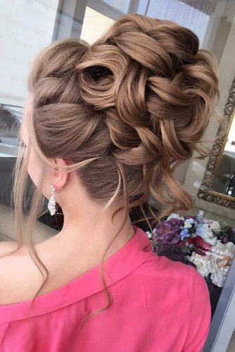 A Stunning Bun Updo #weddinghair #weddingupdo #longhairstyles #highbun