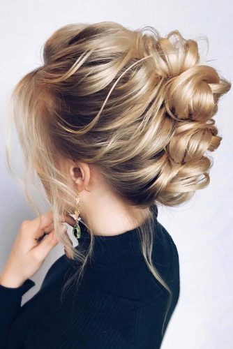 Mohawk Updo Hairstyle #weddingupdo #weddinghair #hairstyles #updohairstyles