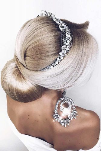 A Sleek Classy Updo With A Jewelry Headband #weddingupdo #weddinghair #sleekupdo #lowbun