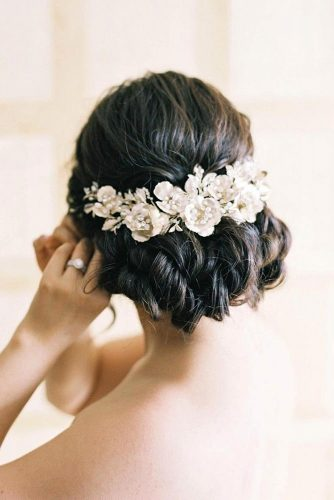 A Vintage Flowered Updo #weddingupdo 3weddinghair #vintagehairstyles #weddingaccessories