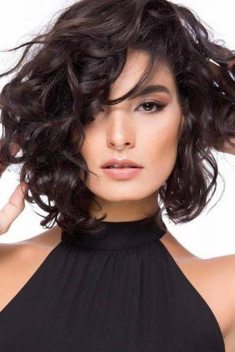Asymmetrical Curly Lob #asymmetricalhaircut #haicuts #bobhaircut #mediumhair