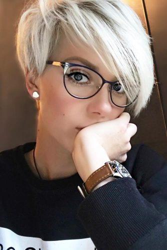 Shaggy Asymmetrical Pixie Cut With Long Side Bang #asymmetricalpixie #shorthair #pixiehaircut #haircuts #blondehair