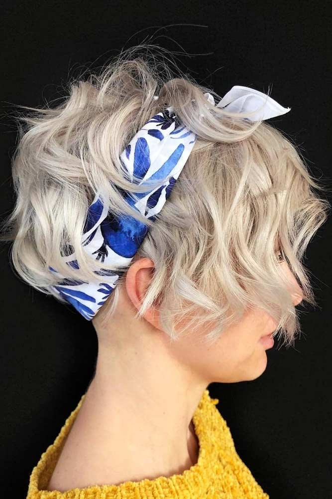 Beachy Waves With Headband #beachwaves #shorthair #hairstyles #bobhaircut #headband