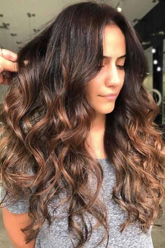 Eye-Catching Chestnut Brown Highlights #brownhair #highlights