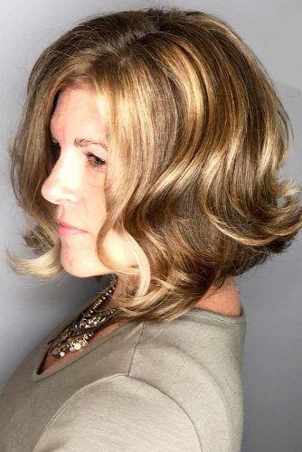 Full And Wavy Mid-Length Cut #bob #wavyhair #mediumhair