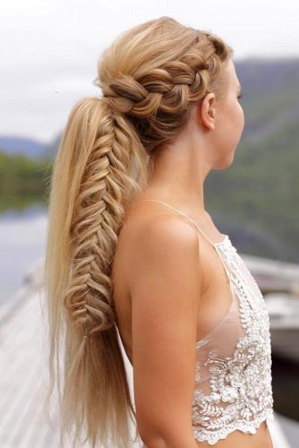 Fabulous Side Braided Ponytail #ponytail #ponytailhairstyles #hairstyles #longhair #blondehair