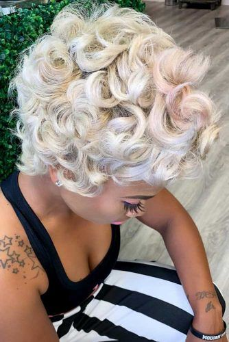 Curly Blonde Pixie #shorthairstyles #naturalhair #hairstyles #pixiehaircut