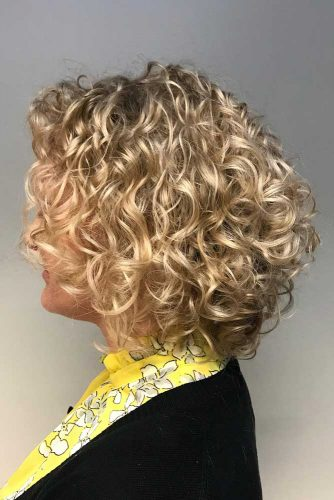 Messy Shoulder Length Curly Hair #curlybob #haircuts #bobhaircuts #curlyhairstyles #longbob