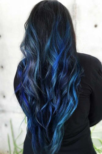 Multidimensional Deep Blue Highlights #brunette #wavyhair #highlights