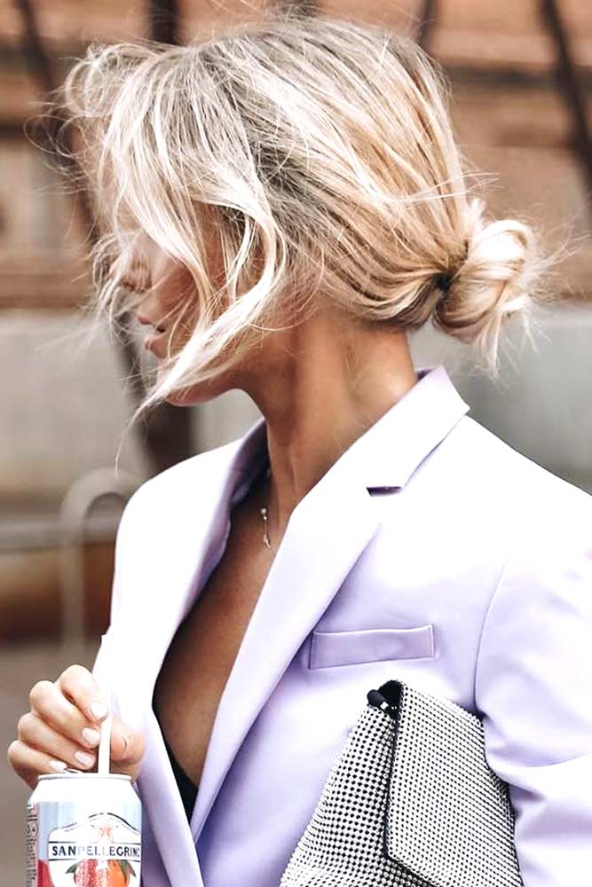 Low Messy Hair Bun For Casual Looks #messyhair #updo #bun» width=«667» height=«1000» srcset=