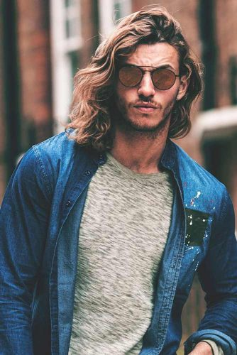 Wavy Side Part #curlyhair #curlyhairmen #shoulderlengthhair #sidepart #guyswithlonghair