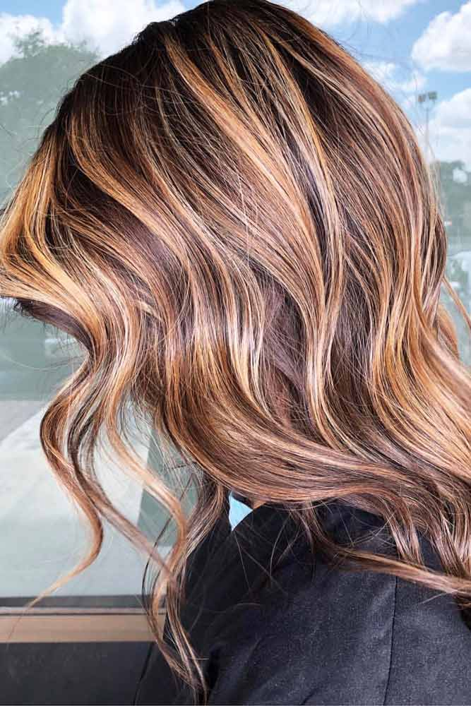 Middle Parted Wavy Feathered Hair #featheredhair #featheredhaircuts #haircuts #longhair