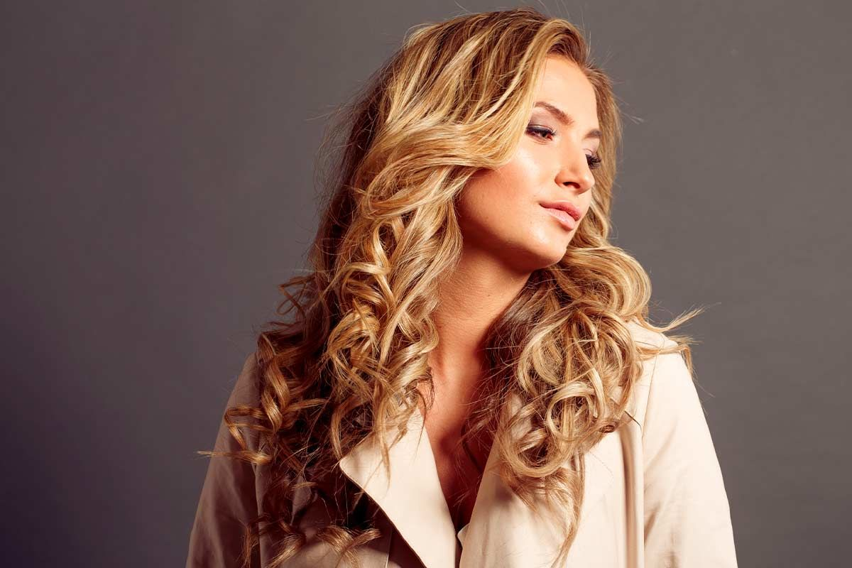 Gentle And Rich Honey Blonde Hair Color To Add Some Sweet Shine To Your Locks