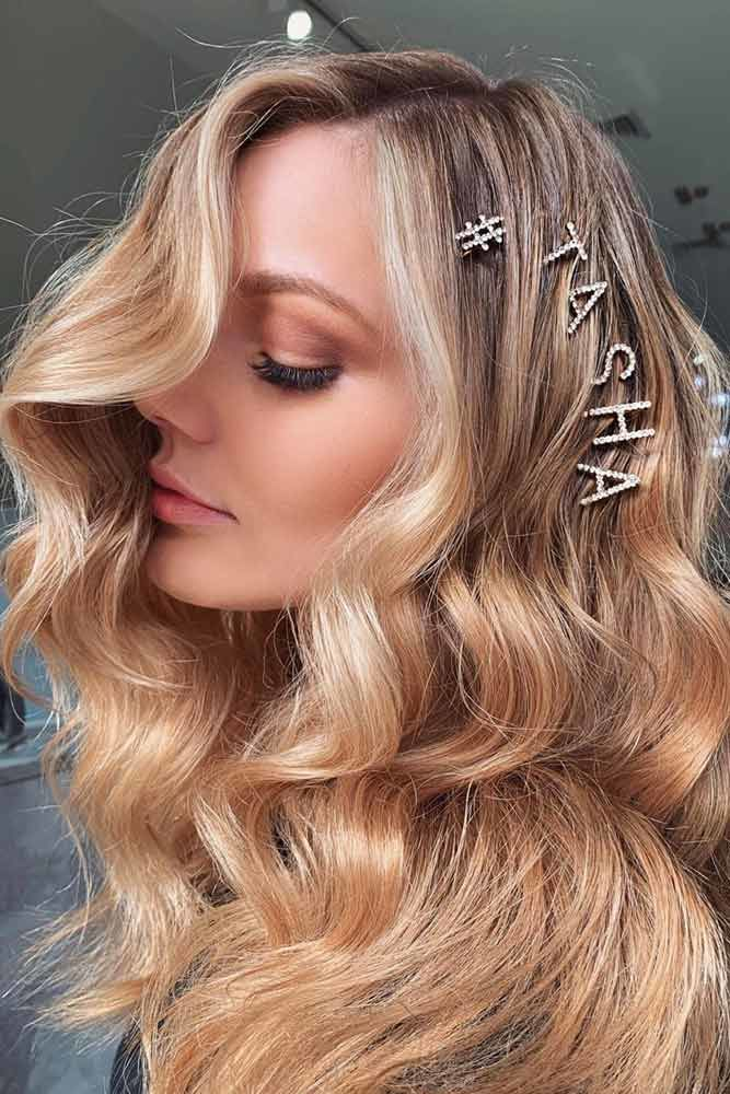 Sweet Hairstyle With Hairpin #wavyhair #hairtypes