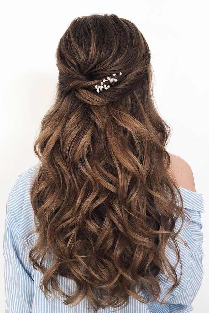Twisted Half Updo Hairdo #wavyhair #hairtypes