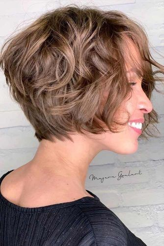 Brown Messy Shaggy Bob #shortshaghaircuts #shorthaircuts #haircuts #shaghaircuts #bobhaircut
