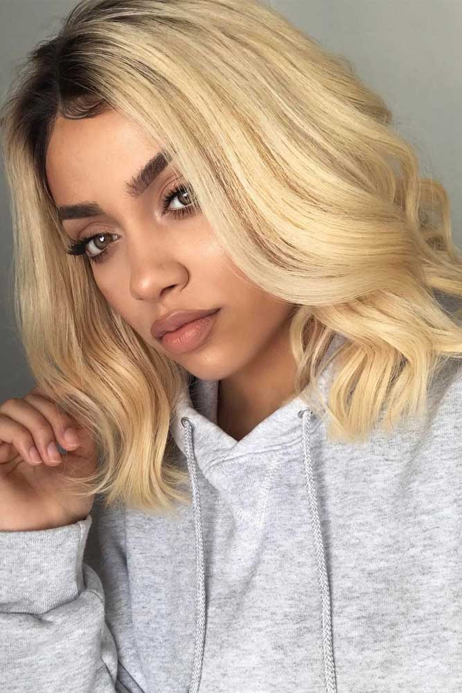 Wavy Middle Parted Blonde Lob #bobhairstyles #hairstyles #haircuts #bobhaircuts
