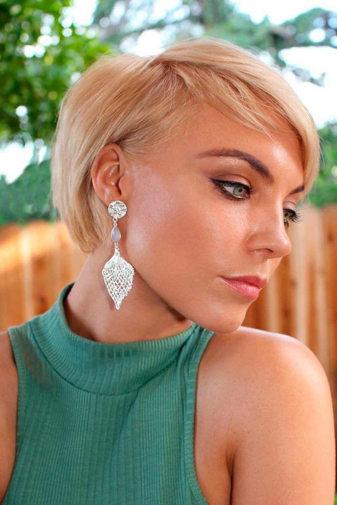 Straight & Short Blonde Wedge Haircut