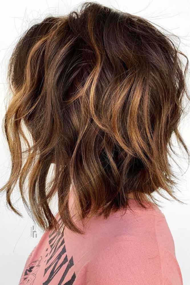 Wavy Messy Lob With Caramel Highlights #choppybob #bobhairstyles #bobhaircuts #hairstyles #haircuts