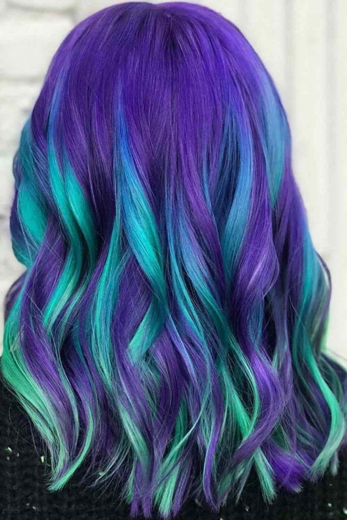Beautiful long wavy hair with colored note