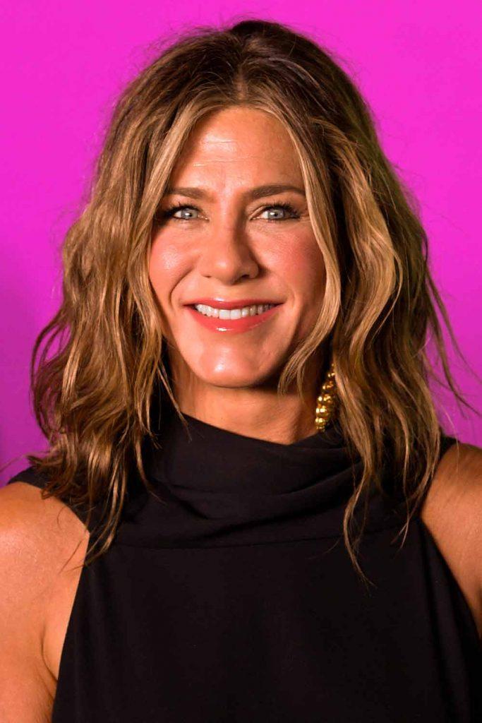 Jennifer Aniston Wavy Hair #celebritieshairstyles #hair