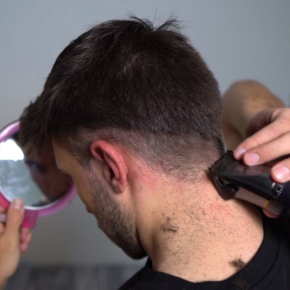 Trim The Back Of Your Head #howtocutmen #menshaircuts #howtocutyourselfmen
