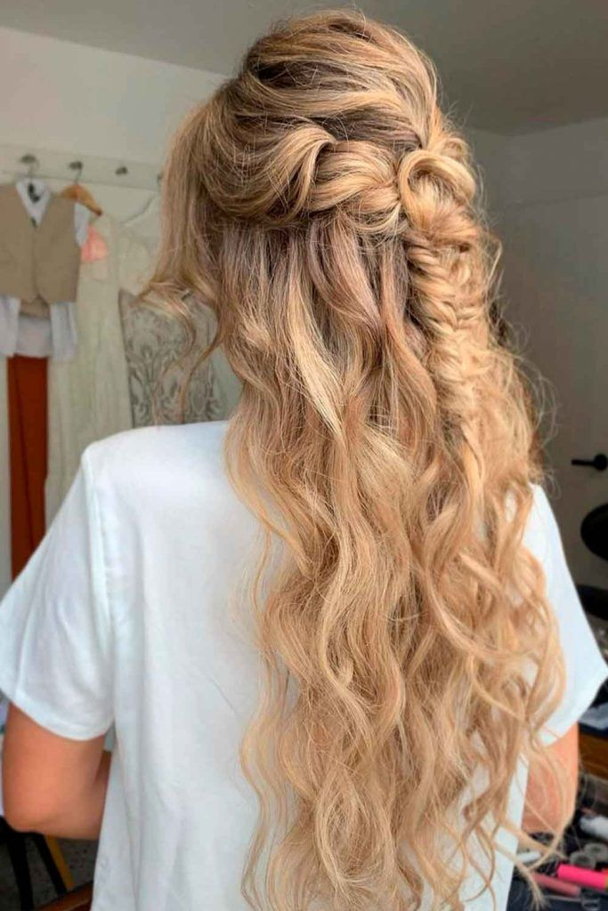 Long Wavy Half-Up Hairstyle, very long hairstyles for women with diamond face shapes, haircut for diamond shaped face, diamond face shapes hairstyles