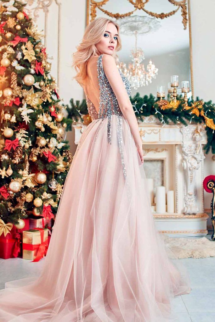 Backless Dress With Wavy Ponytail hairstyles for open back dresses, hairstyles for weddings party, party hairstyles for curly hair