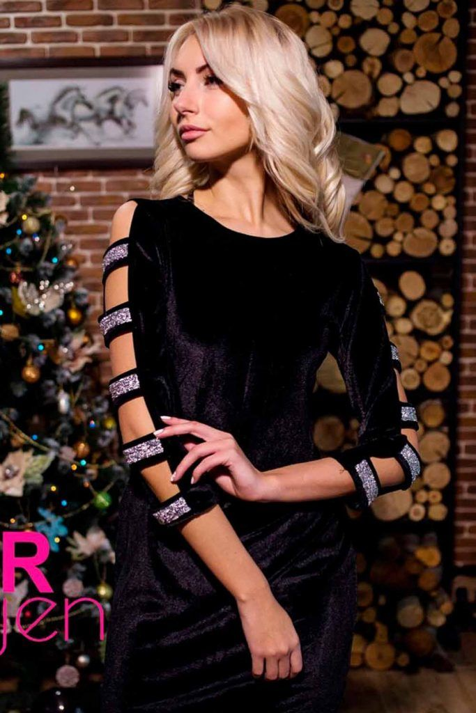 Slit-Sleeve Light Dress With Flowered Band hairstyles for cocktail dresses, hairstyle for dress type, hairstyles for formal wear