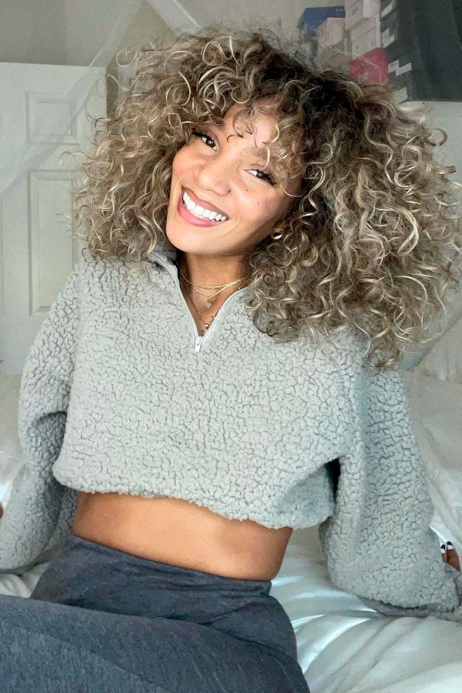 Curly Hair Bangs Trend, curly hair and bangs, curly hair with bangs and layers, curtain bangs curly hair