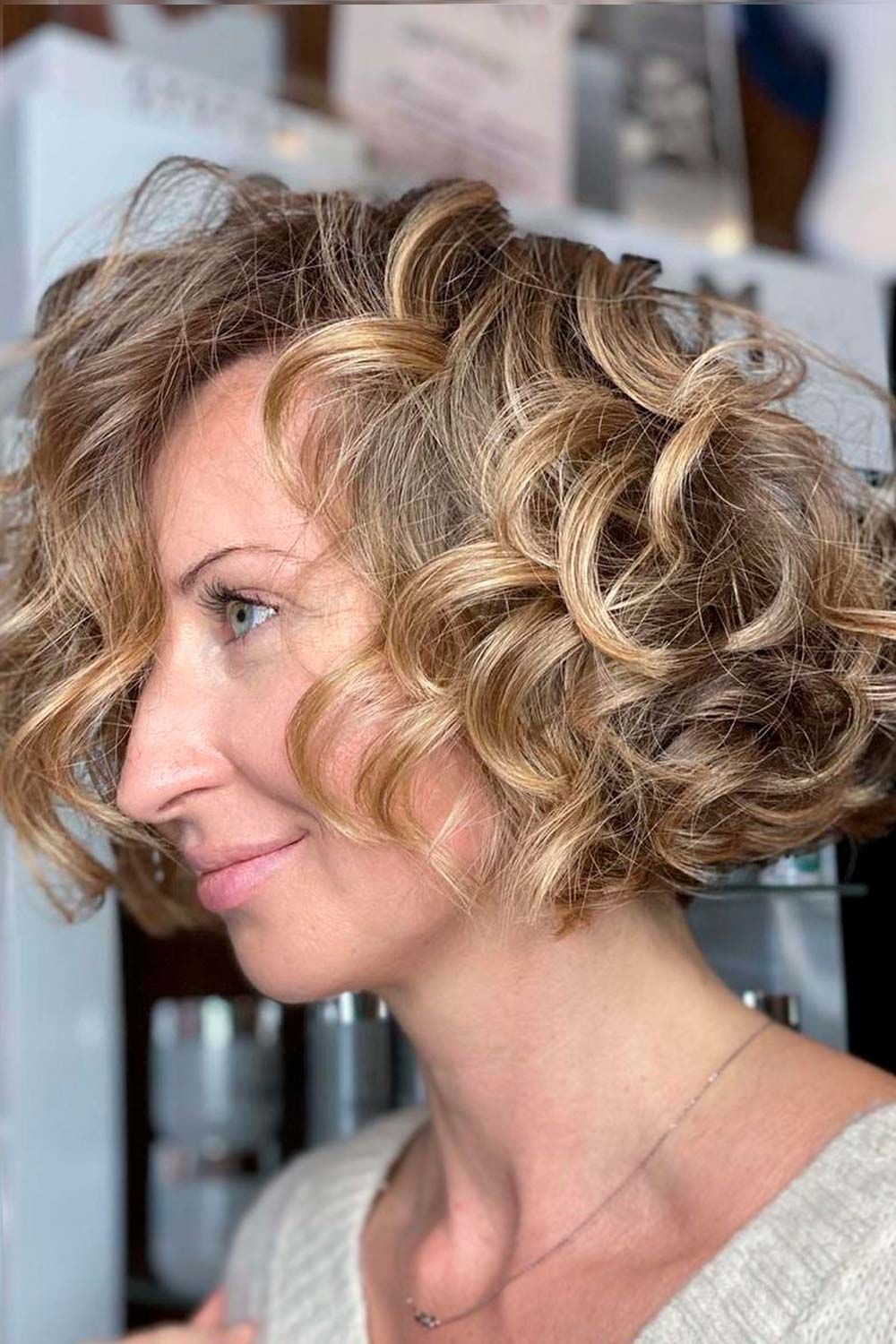 Layered Curly Bob Hairstyles For Women Over 40, short hairstyles for black women over 40, hairstyles for fine hair women over 40, medium length hairstyles with layers for women over 40