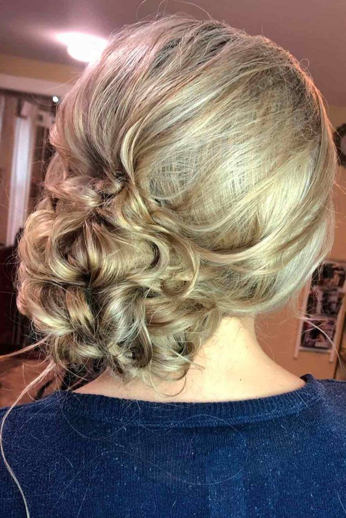 Messy Side Bun, how to do a messy side bun, low messy side buns, low messy side bun, messy side bun updo