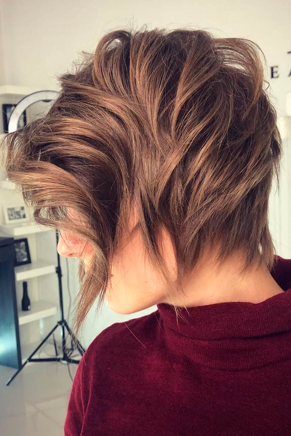 Wavy Layered Short Hairstyles For Round Faces, short choppy hairstyles for round faces, short hairstyles for older round faces, short layered hairstyles for round faces,