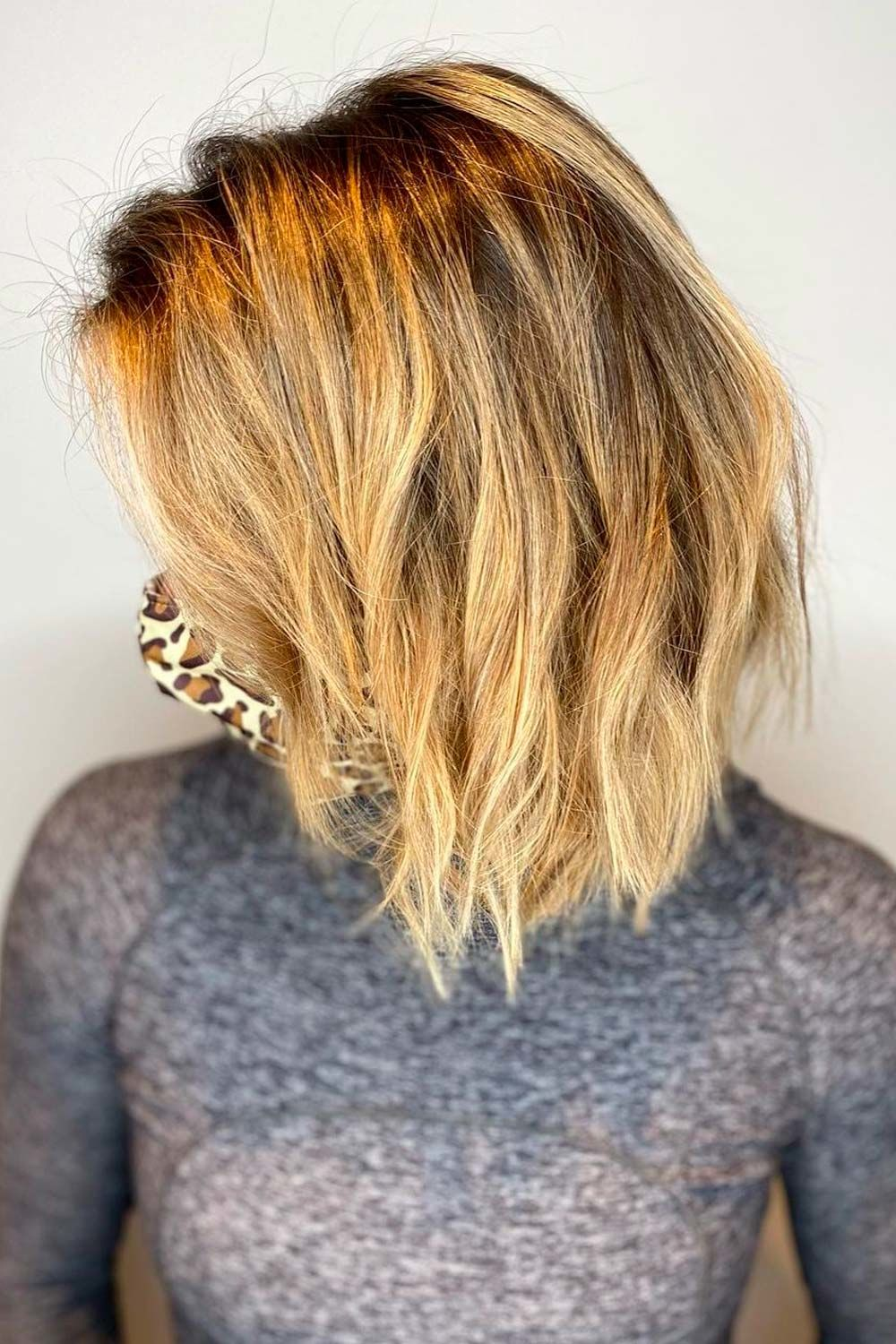 Messy Short To Medium Hairstyles For Round Face Shape, pixie cut round face, short hair for round faces,