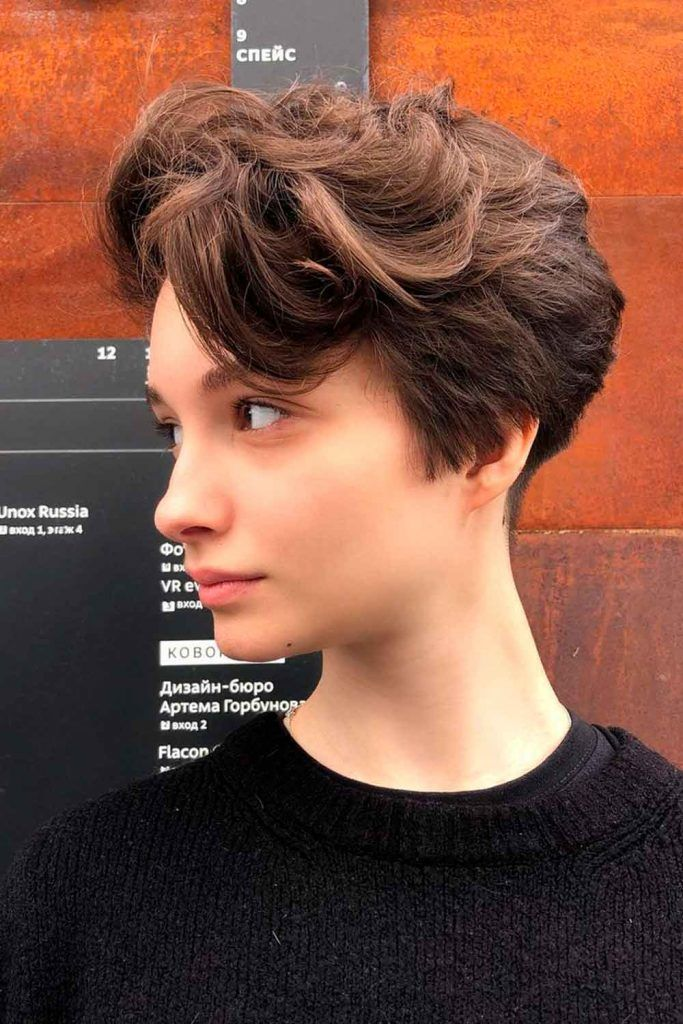 What Is The Difference Between A Feathered Haircut And A Layered Haircut?
